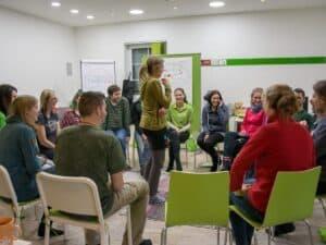 Seminarraum Krems-Imbach mit Menschen