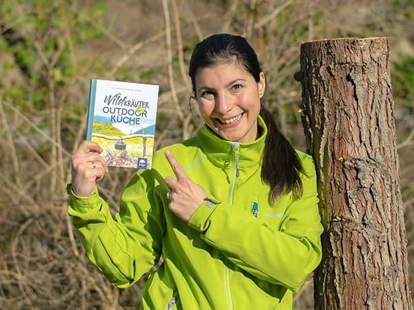 Wildkräuter Outdoorküche | JF | Foto mit Buch