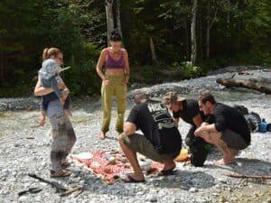 Wildkräuter Outdoorküche   Kochvorbereitungen