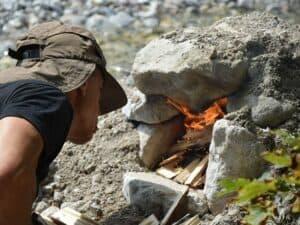 Wildkräuter Outdoorküche | Steinofen